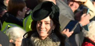 Кейт Миддлтон в сером пальто в стиле милитари и изумрудной обуви выглядит изысканно