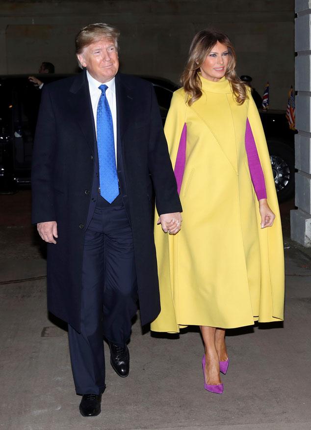 Мелания Трамп в желтом кейпе и фиолетовых лодочках