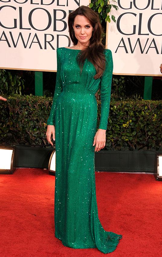Анджелина Джоли в длинном изумрудном платье с блестками