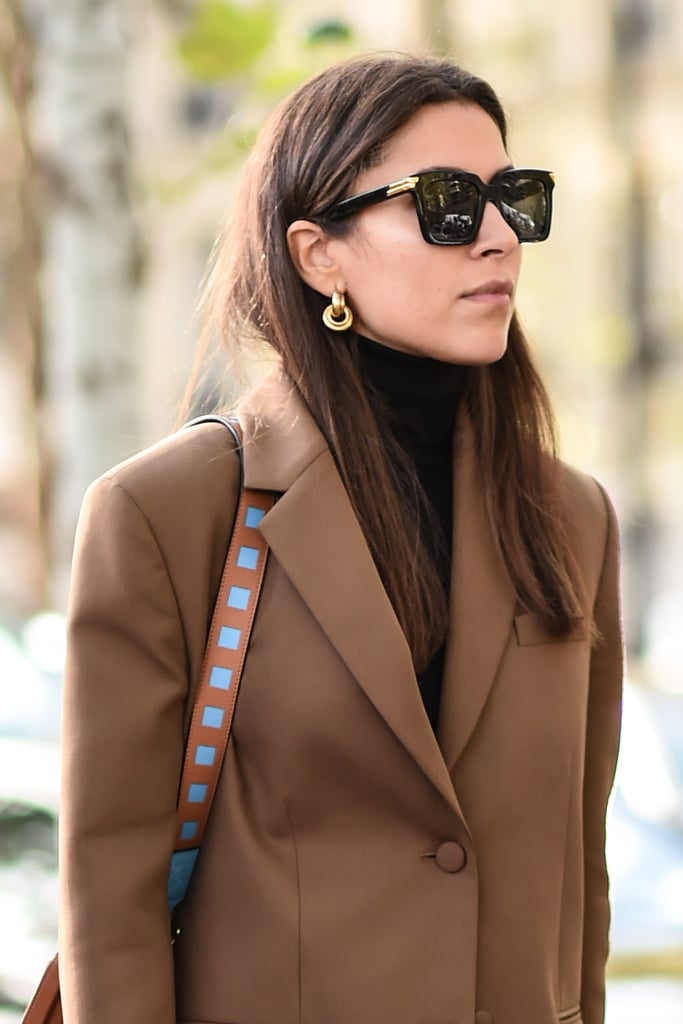 Девушка в больших квадратных очках с черной оправой