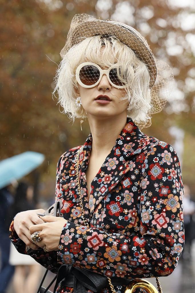 Девушка в круглых солнцезащитных очках, ретро стиль
