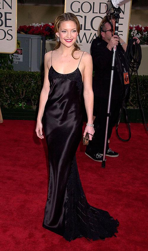 Кейт Хадсон в черном атласном платье