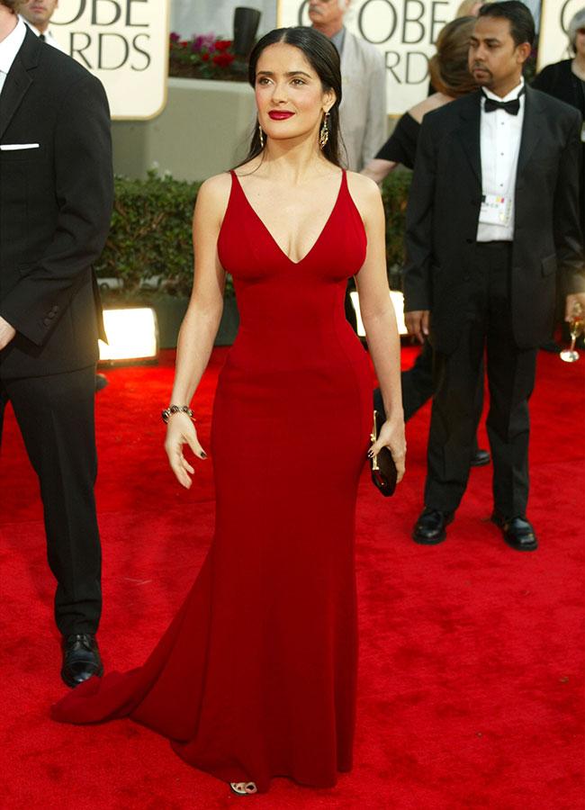 Сальма Хайек в облегающем красном платье макси