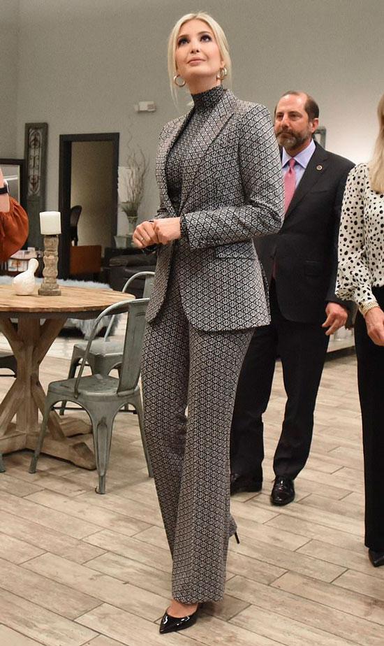 Иванка Трамп в монохромном брючном костюме и водолазке