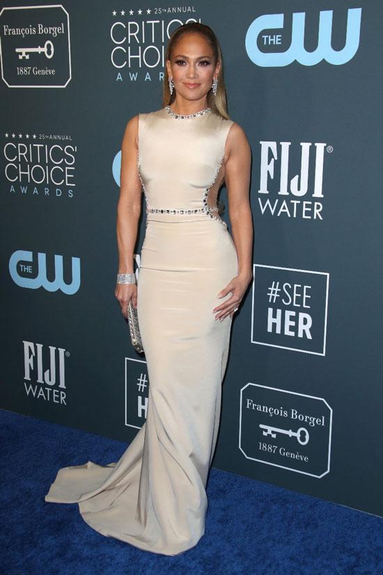 Дженнифер Лопес в атласном платье со стразами на церемонии Critics Choice Awards