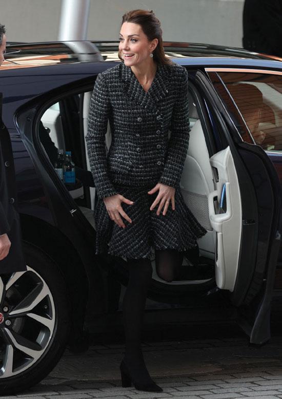 Кейт Миддлтон в твидом костюме от D&G