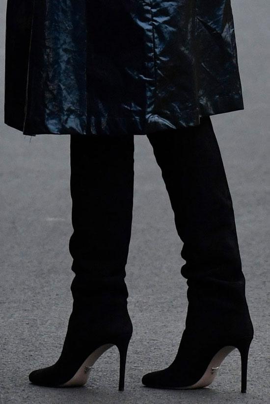 Мелания Трамп в черных ботфортах от Prada