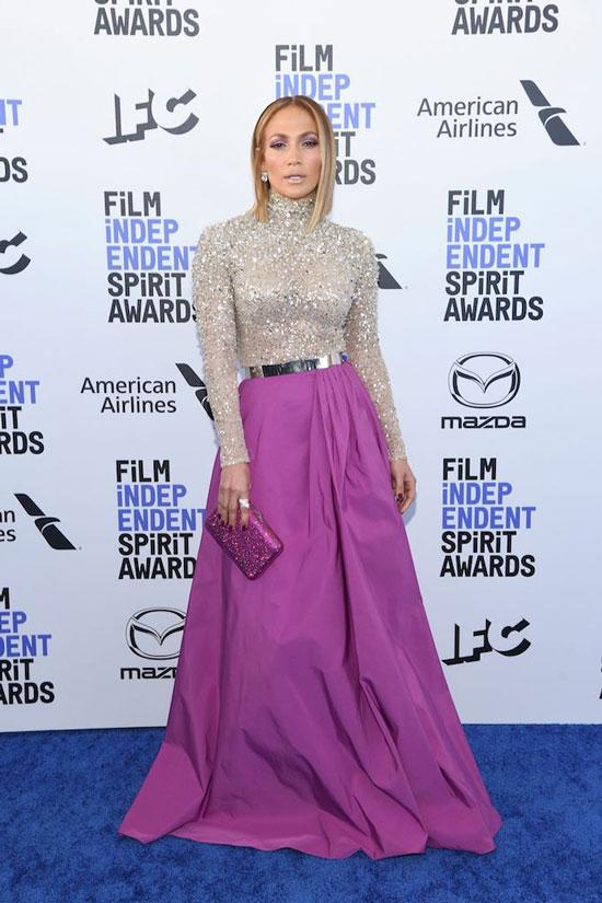 Дженнифер Лопес в платье с серебристым верхом и пурпурным низом