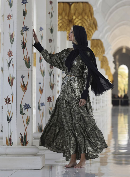 Иванка Трамп в длинном серебристо-черном платье