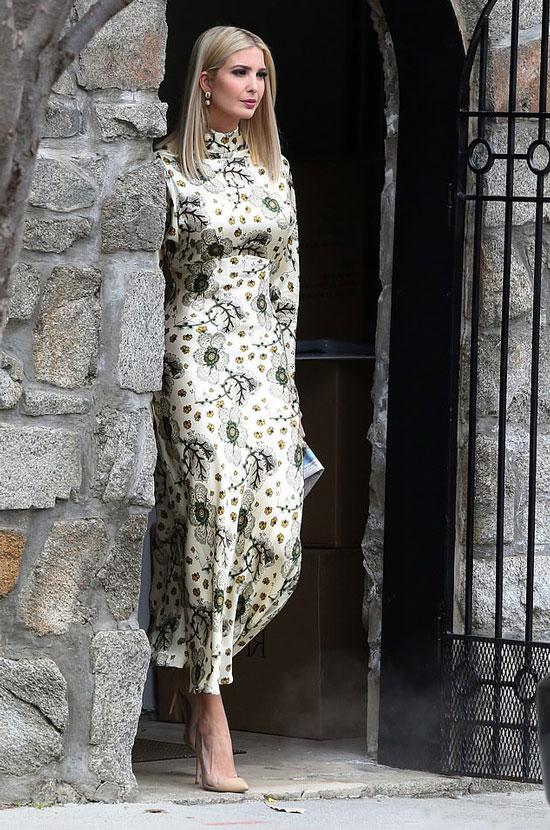Иванка Трамп в цветочном длинном платье