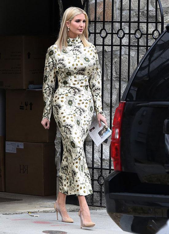 Иванка Трамп в цветочном обтягивающем платье