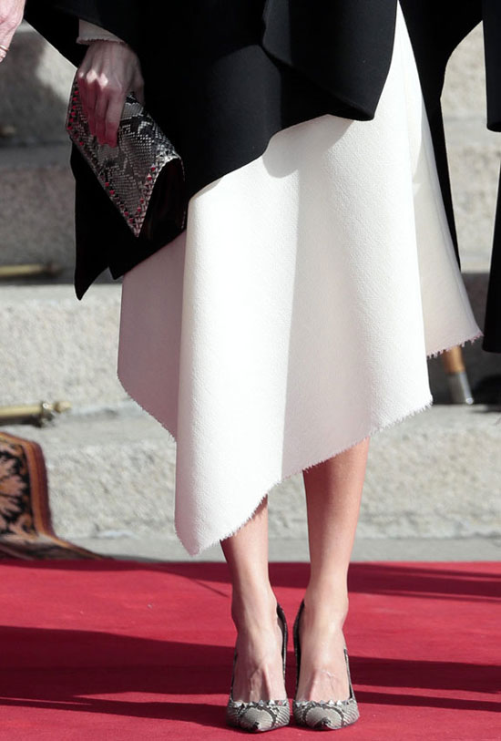 Королева Летисия в туфлях-лодочках с принтом питона