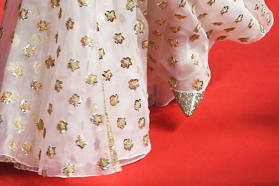 Кейт Миддлтон в золотых туфлях