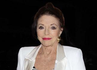 86-летняя британская актриса стильно выглядит в брючном костюме, туфлях и с черным шарфом