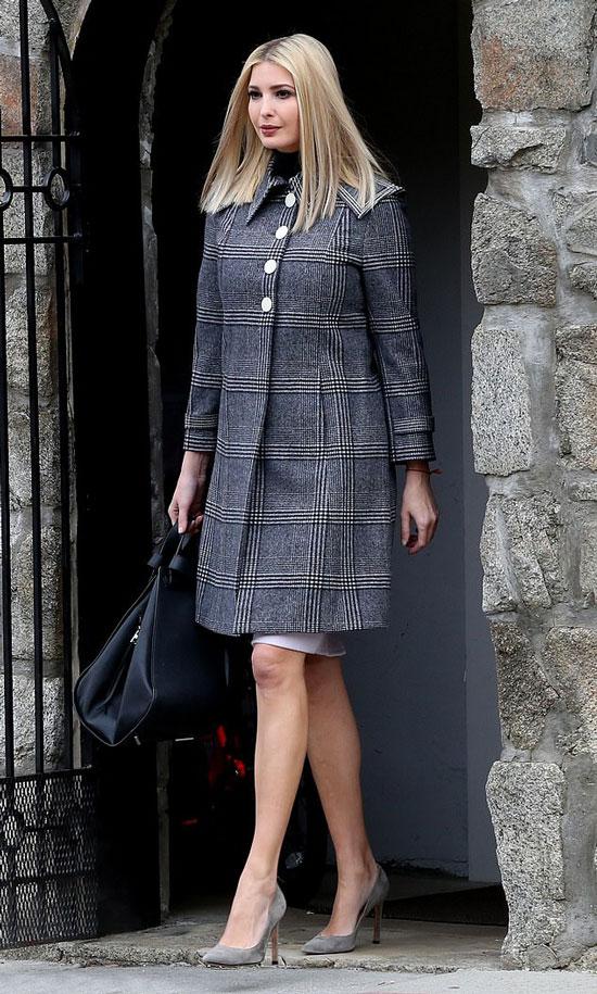 Иванка Трамп в пальто в клетку, замшевых лодочках и юбке карандаш