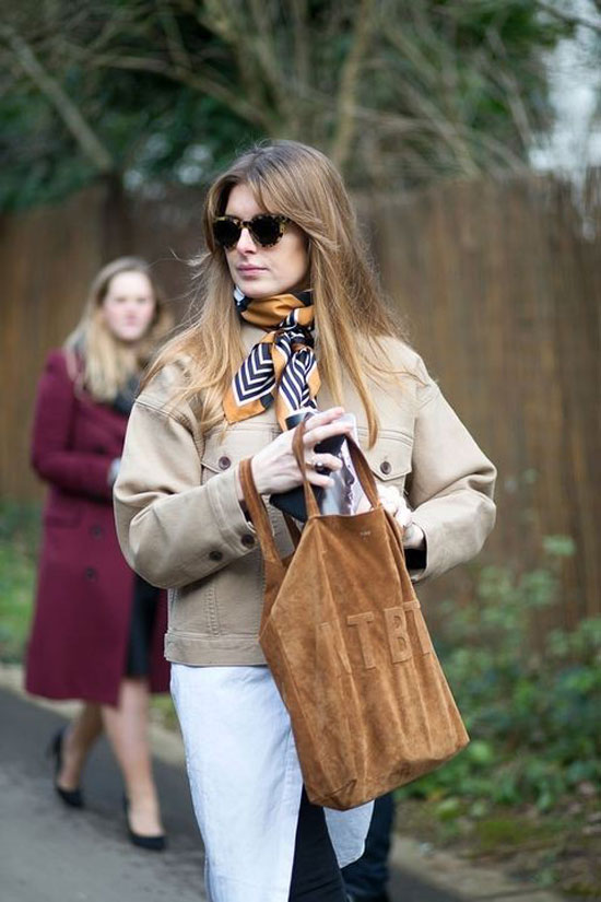 Как модно носить платок с курткой