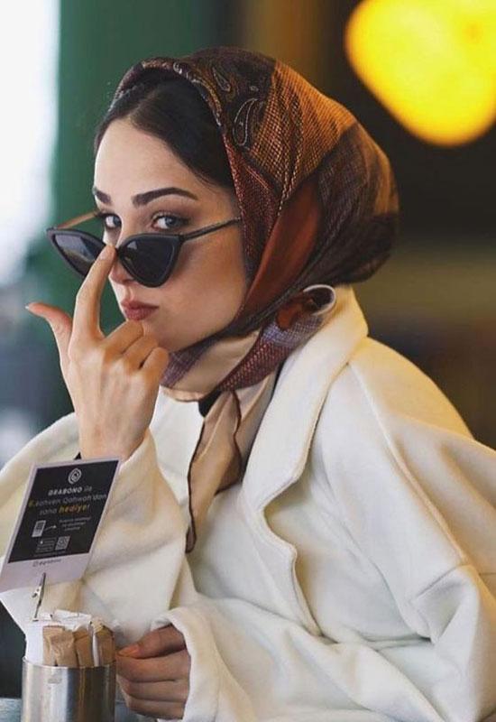 Как женщинам носить платок на голове с пальто