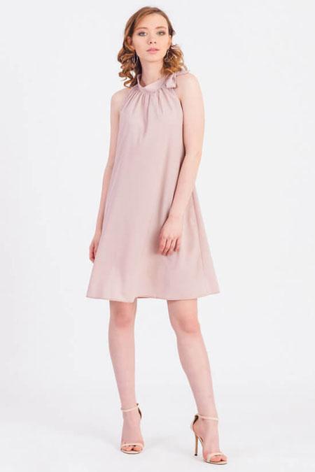 Летнее платье трапеция для работы бледно розового цвета