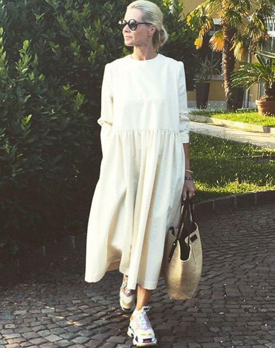 Стильные и модные платья для женщин 50 лет