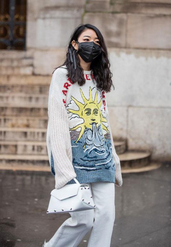 Защитные маски стали трендом сезона 2020