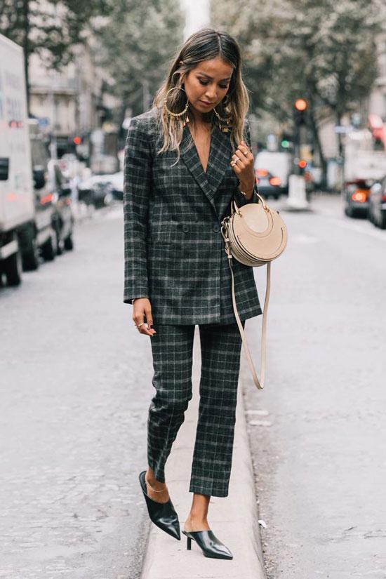Стильные и модные костюмы для женщин на весну 2020