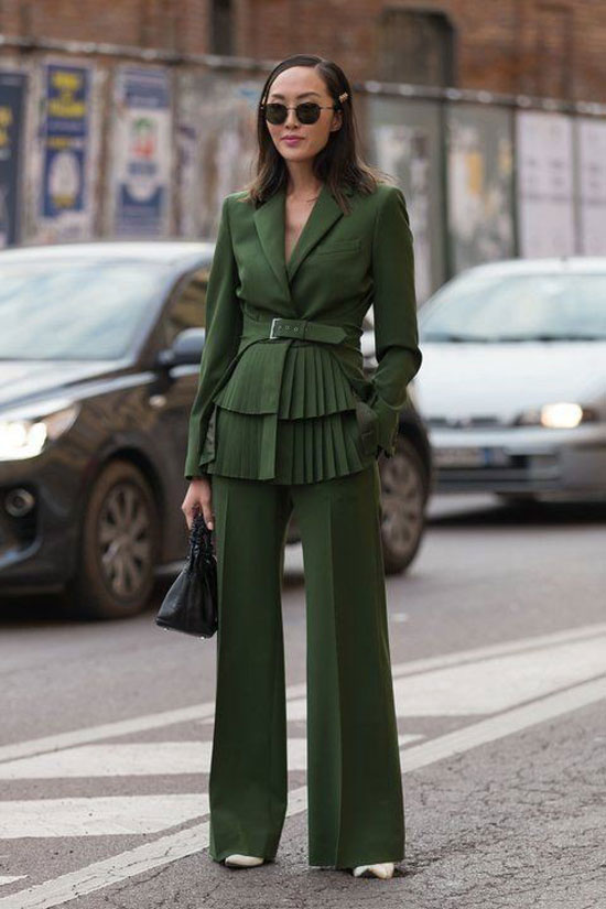 С чем женщинам сочетать зеленые брюки