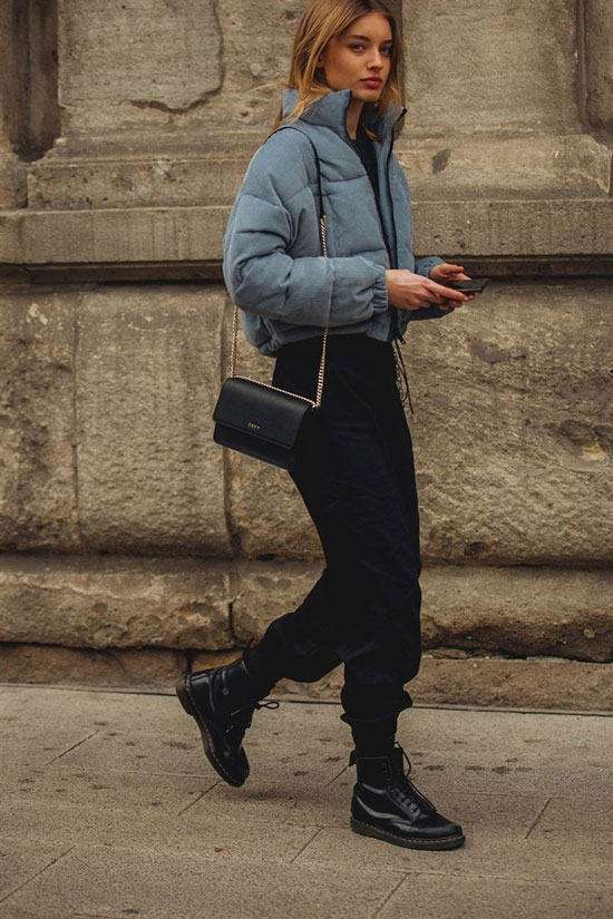 С чем носить короткую куртку женщинам