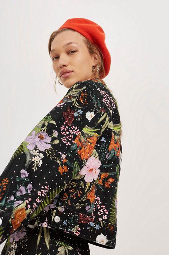 С чем носить куртку с цветами
