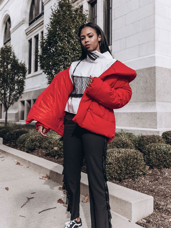 С чем носить женскую красную куртку
