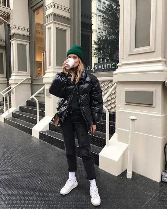С чем женщинам носить дутую куртку
