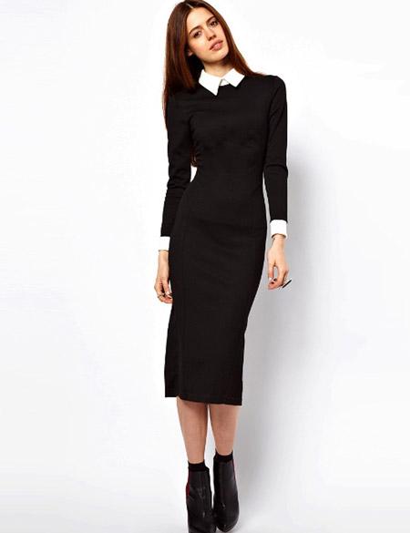 Девушка в длинном черном платье футляр