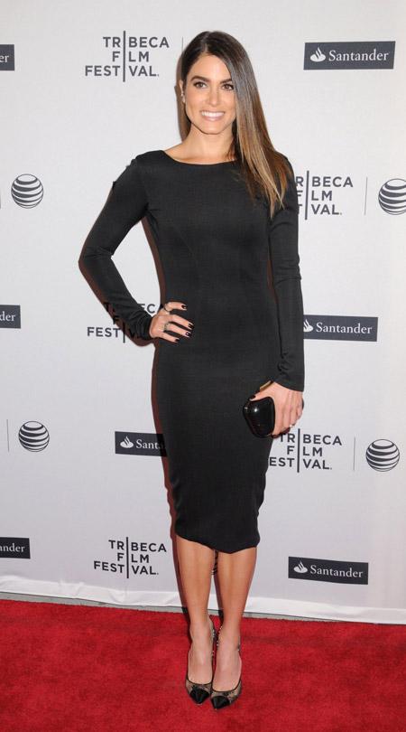 Черное платье футляр с длинными рукавами