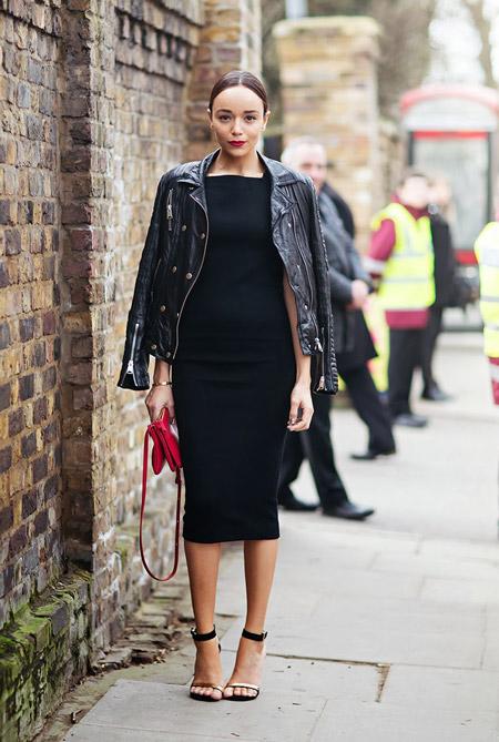 Девушка в черно платье футляр и кожаной куртке