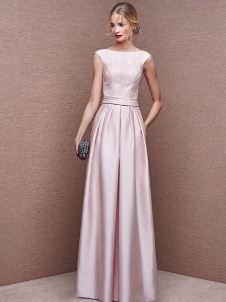 Девушка в светло-розовом платье
