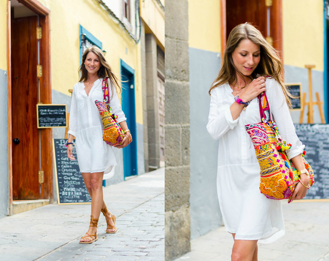 Девушка в белом платье рубашке и сандалиях