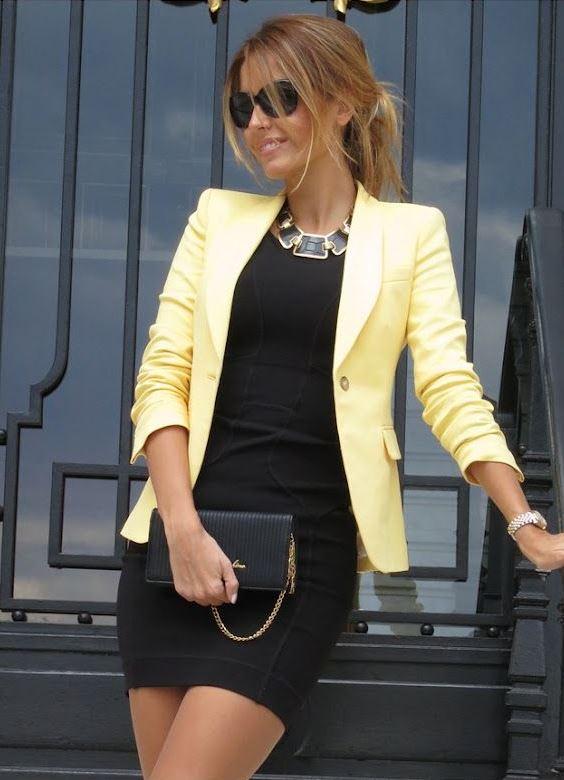 Девушка в черном-платье футляр и желтом жакете