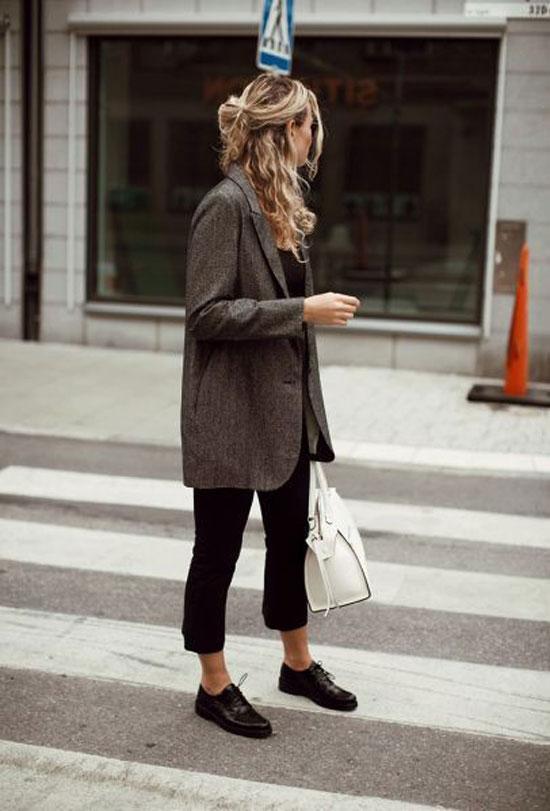 С чем носить укороченные черные брюки
