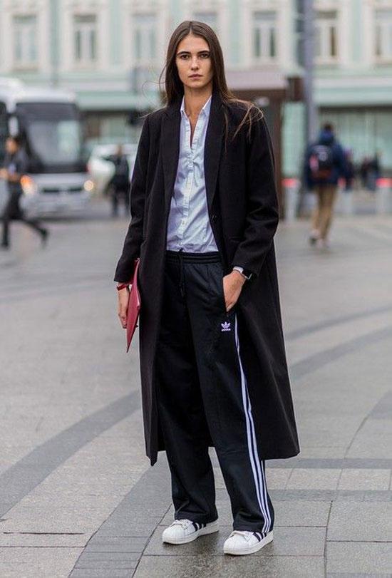 Черные женские брюки с лампасами