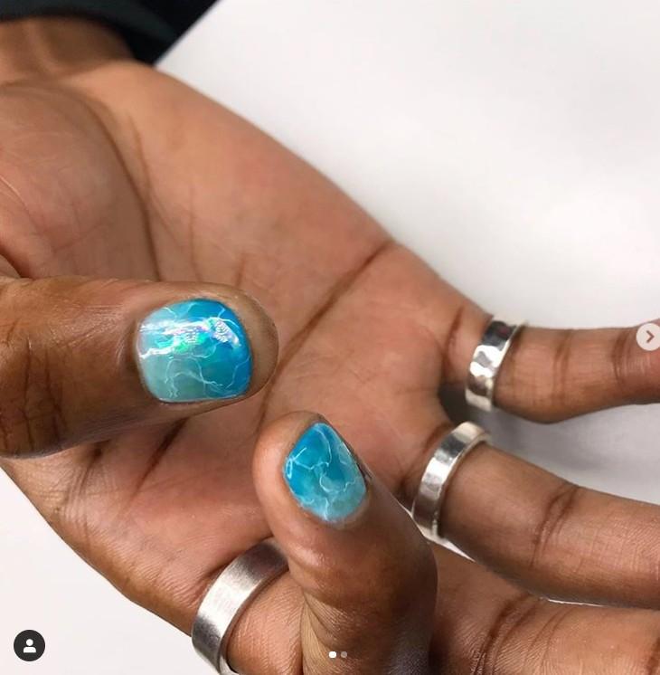 Морской маникюр на коротких ногтях