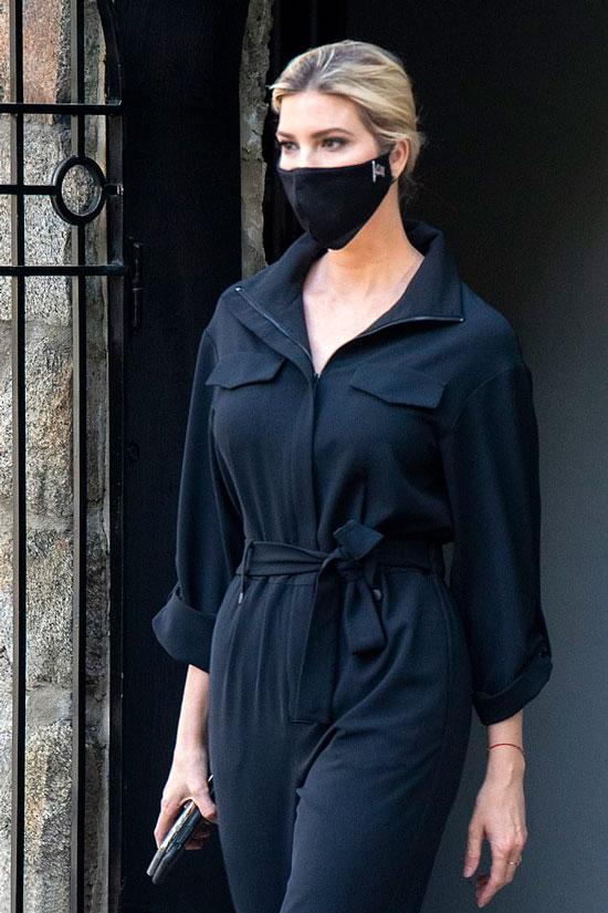 Иванка Трамп в черном комбинезоне с поясом
