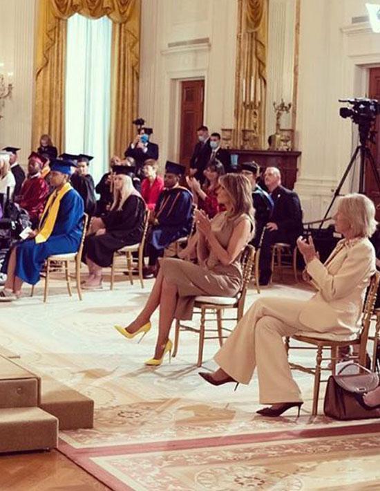 Мелания Трамп в красивом платье и лодочках на шпильке