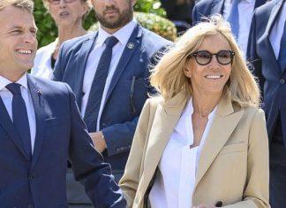 Первая леди Франции в белой блузе и коричневых лодочках как всегда выглядит бесподобно