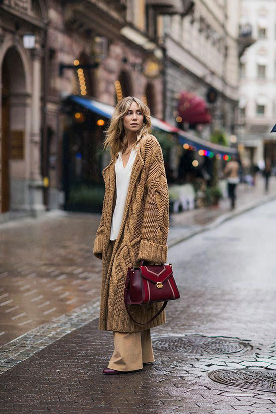 С чем носить длинный вязаный кардиган женщине 30 лет