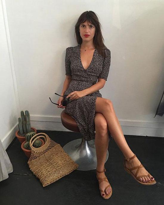Платье миди с цветочным принтом и сандалиями на лето 2020