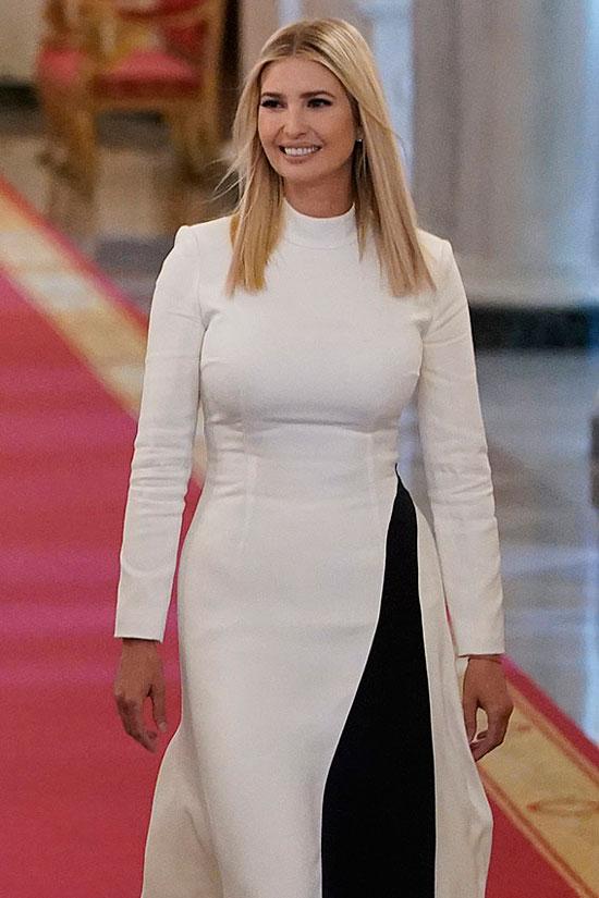 Иванка Трамп в бело-черном платье миди