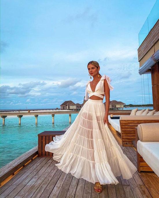 Белая макси-юбка для курортного образа 2020