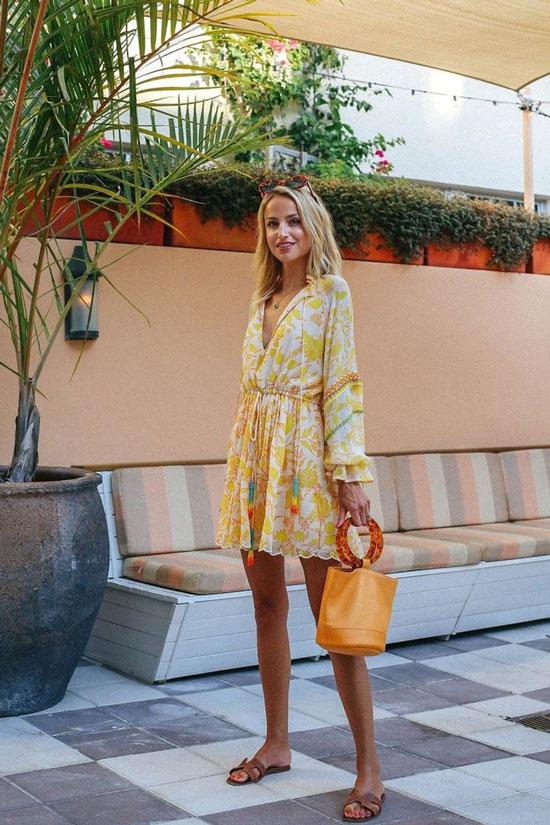 Мини-платье для летнего образа на курорте
