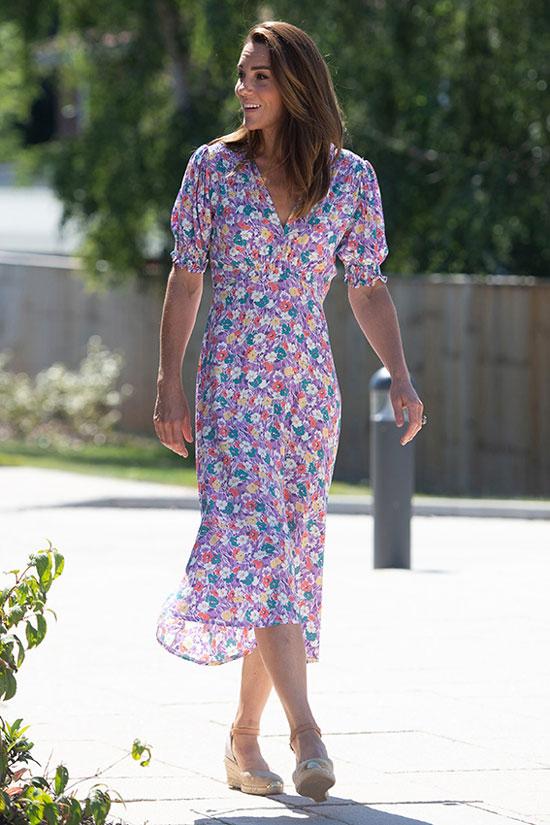 Кейт Миддлтон в цветочном платье и эспадрильях