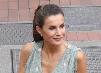 Королева Летисия дебютирует в платье Zara за 25 евро и эспадрильях на танкетке и с лентами