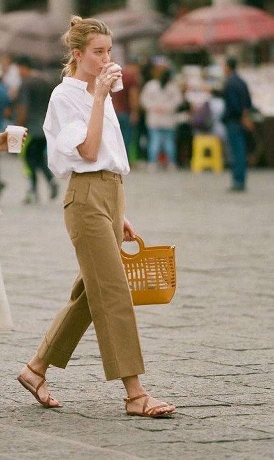 Хлопковые брюки с сандалиями на ремешках на лето 2020